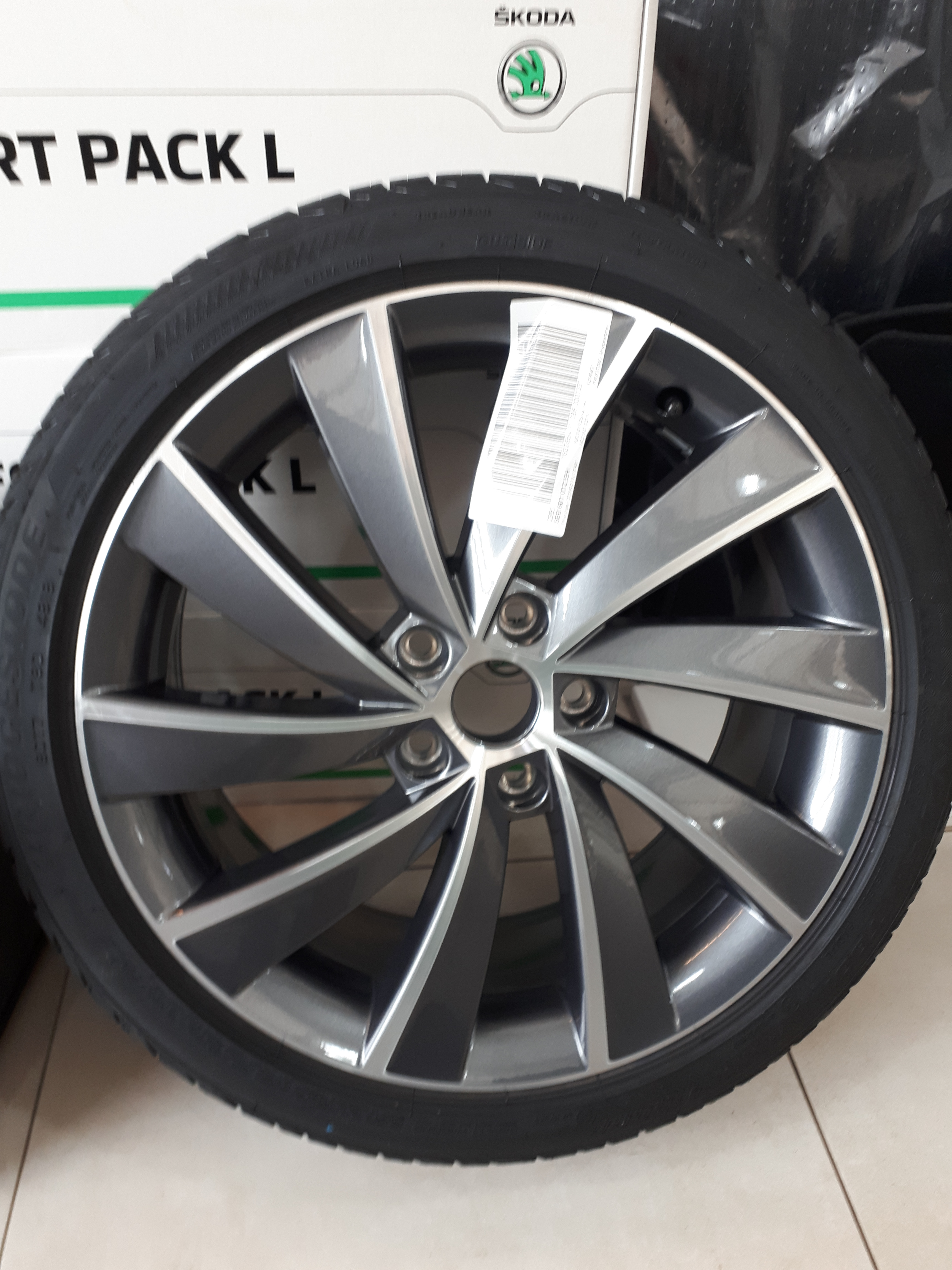 Turbine anthracite Alloy WITH Tyres